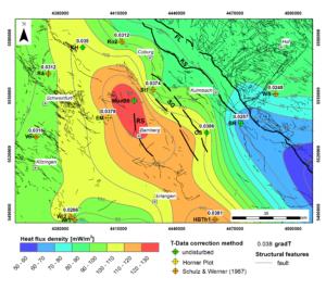 Die Karte zeigt die Wärmeflussverteilung in Franken. Der höchste Wärmefluss liegt mit 120 - 130 mW/m² liegt im Raum Mürsbach. Radial darum herum verteilt nimmt der Wärmefluss stetig ab.